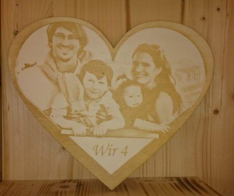 Graviertes Holzbild in Herzform