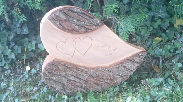 Persönliche Gravur auf Holzstück