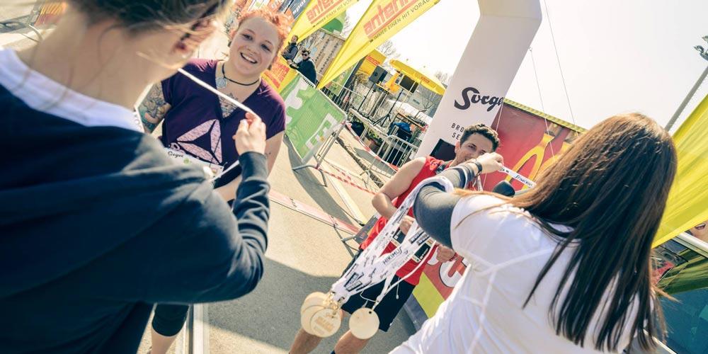 Medaille Holz graviert Marathon