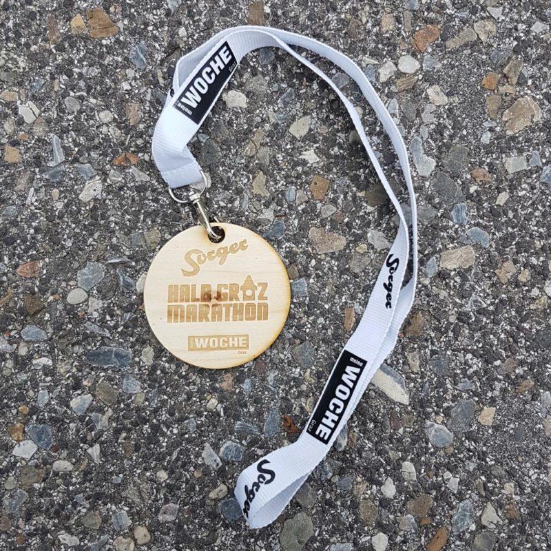 Medaille Marathon Holz mit Gravur und Lanyard