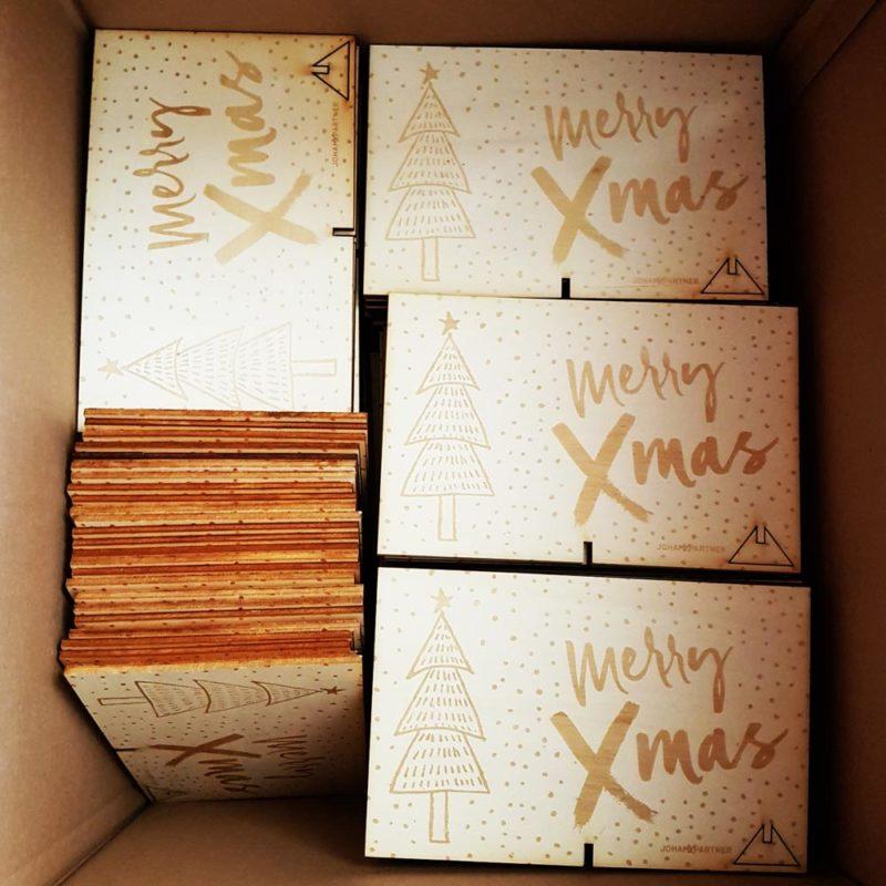 Postkarte aus Holz mit Gravur